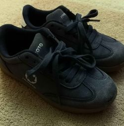 Кросівки (розмір 30)