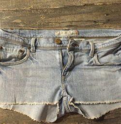 Pantalonii lui Levi
