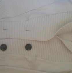 светр білий