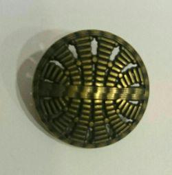 Butoane metalice