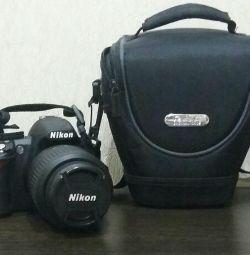 Ψηφιακή φωτογραφική μηχανή Nikon D3100.