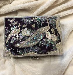 Korean box with natural mother of pearl