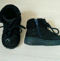 Παπούτσια μεγέθους 22 για ένα φυσικό κορίτσι