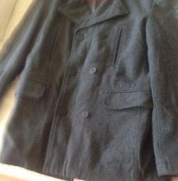 Voi vinde o haină scurtă la modă de culoare gri