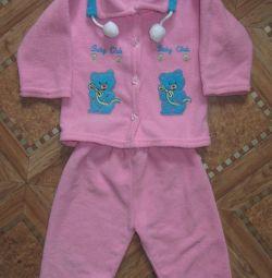 Costume pentru o fată de la 6 luni. până la 2 ani