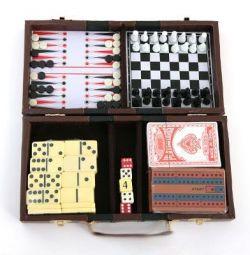A set of 6 in 1 games in a case, 22x27cm