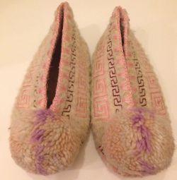 Papuci din lână naturală de 16 cm pe branț