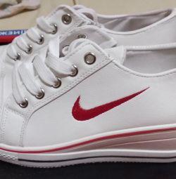 кроссовки новые р 38 24 см