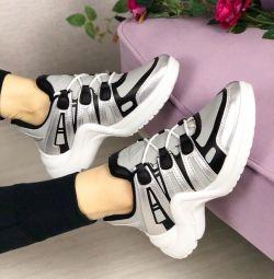 кроссовки новые р. 39 24, 5 см