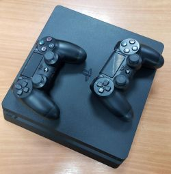 Sony PlayStation 4 Slim 500Gb with 2 gamepads