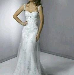 Νέο γαμήλιο φόρεμα.
