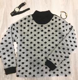 Stylish sweater with buboes