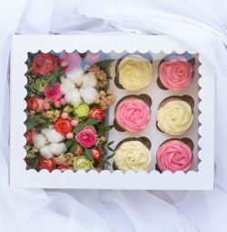 box with kapkeykamm and flowers.