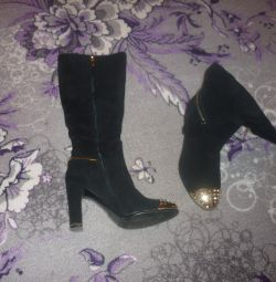 Όμορφες μπότες
