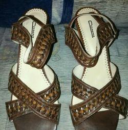 Sandale din piele naturală de dimensiune 40