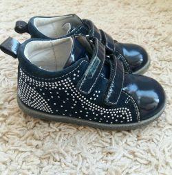 Karika's boots