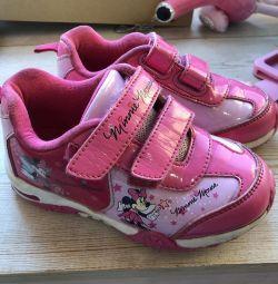 Τα πάνινα παπούτσια της Disney