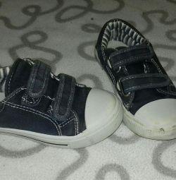 Sneakers F & F