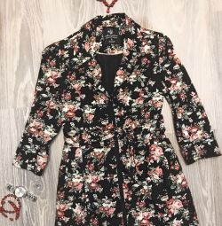 Stunned trench with floral print