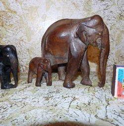 Слоники з чорного червоного дерева Індія