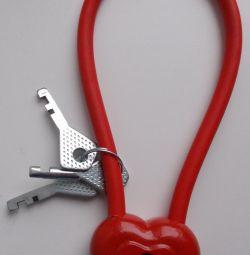Κόκκινο λουκέτο σε σχήμα καρδιάς