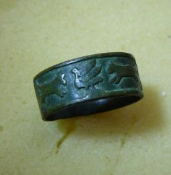 Antique ring with the image of animals