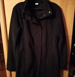 Черная, флисовая куртка/пальто.