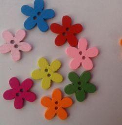 Ahşap renkli düğmeler güzel çiçekler