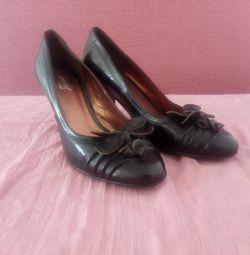 Νέο δέρμα. παπούτσια