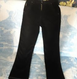 Pantaloni noi cald pe adolescent
