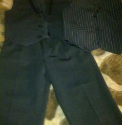 Yeni pantolonlar ve iki yelekler