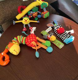 Bebek arabası, bebek karyolası için eğitici oyuncaklar
