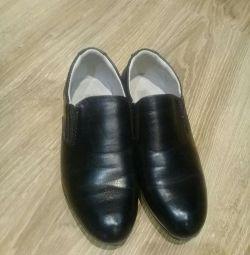 Παπούτσια για ένα αγόρι 28τμ, εσωτερικά 19εκ