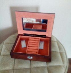 Cutii de bijuterii pentru femei, un cadou minunat!