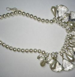Colier din perle și buguri