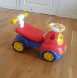 Scaunul cu rotile din mașină