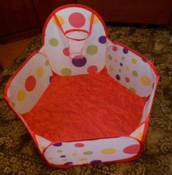 Πισίνα για παιδιά και ξεχωριστές μπάλες
