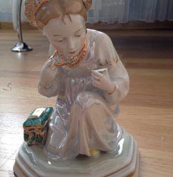 Figurină din porțelan. Alenushka