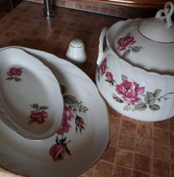 Tureen and dishes