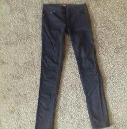 Pantaloni-ȚI