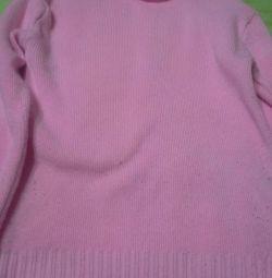 Camasi dimensiune M, pulover si bluza.