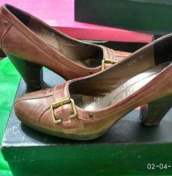 b / Ayakkabı