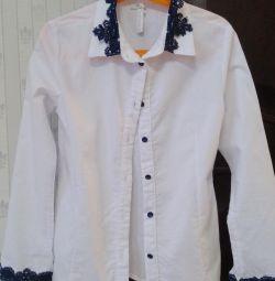 Блузка біла з мереживом
