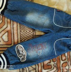 Jeans pentru un băiat de 3-5 ani