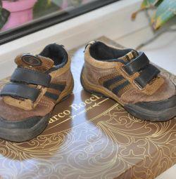 Πουλάω πάνινα παπούτσια από την Αμερική.