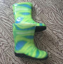 Нові гумові чоботи