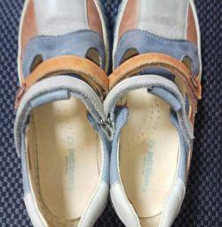 Sandals. Petit shoes