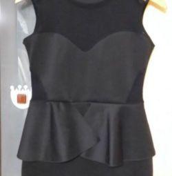 Маленькое чeрное платье