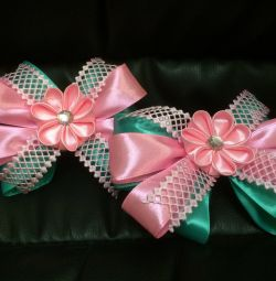 Mint bows on hairpins