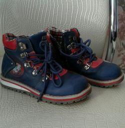 Oğlan için ayakkabılar.